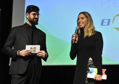 Gemma Mengual recibe su premio.