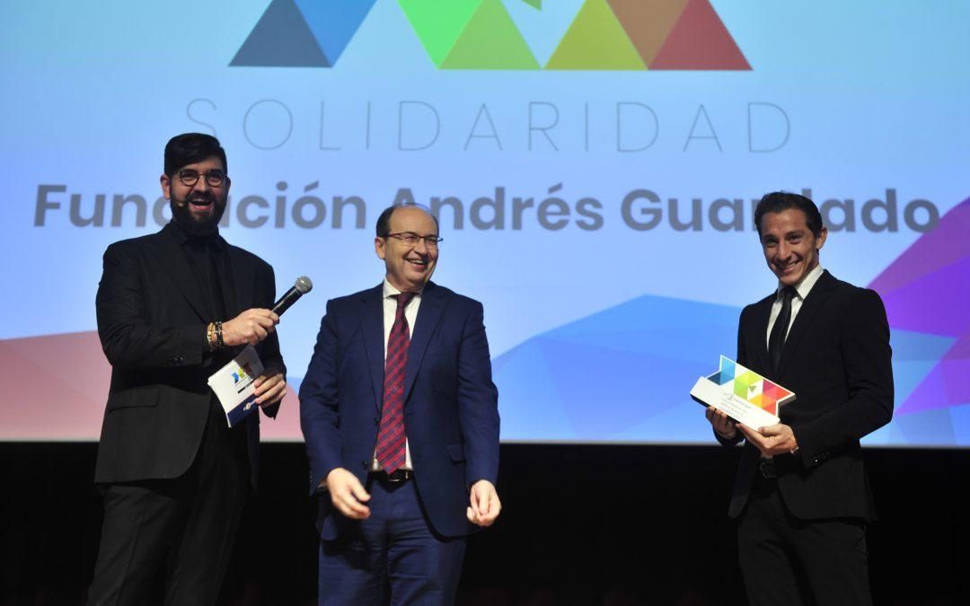 Andrés Guardado comparte el Premio DEX con su mujer, Sandra de la Vega