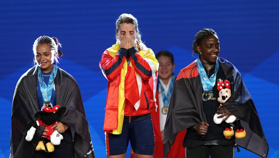 Lydia Valentín, triple corona mundial