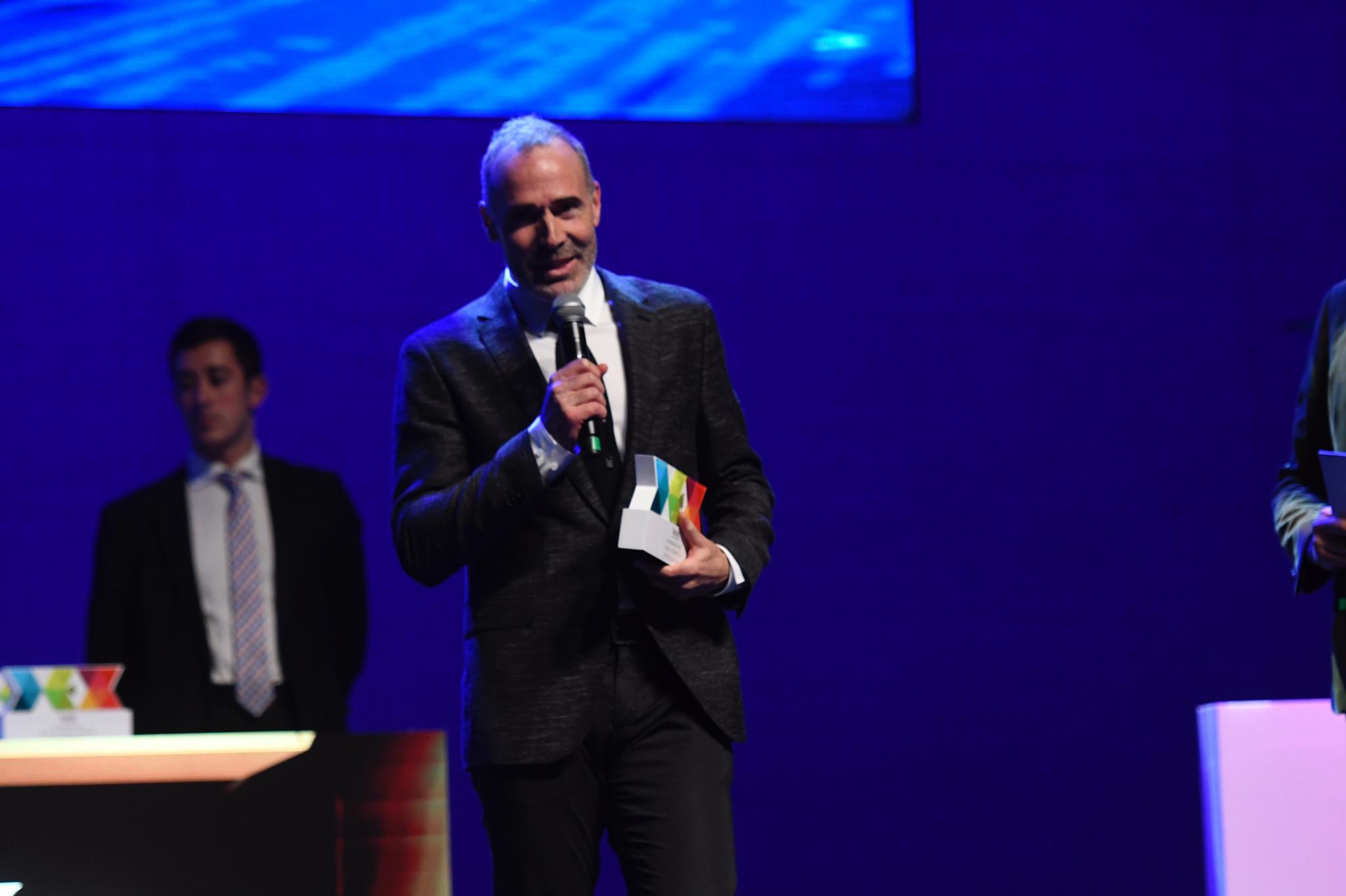 Álex Corretja, durante su discurso tras recoger el Premio DEX Divulgación.
