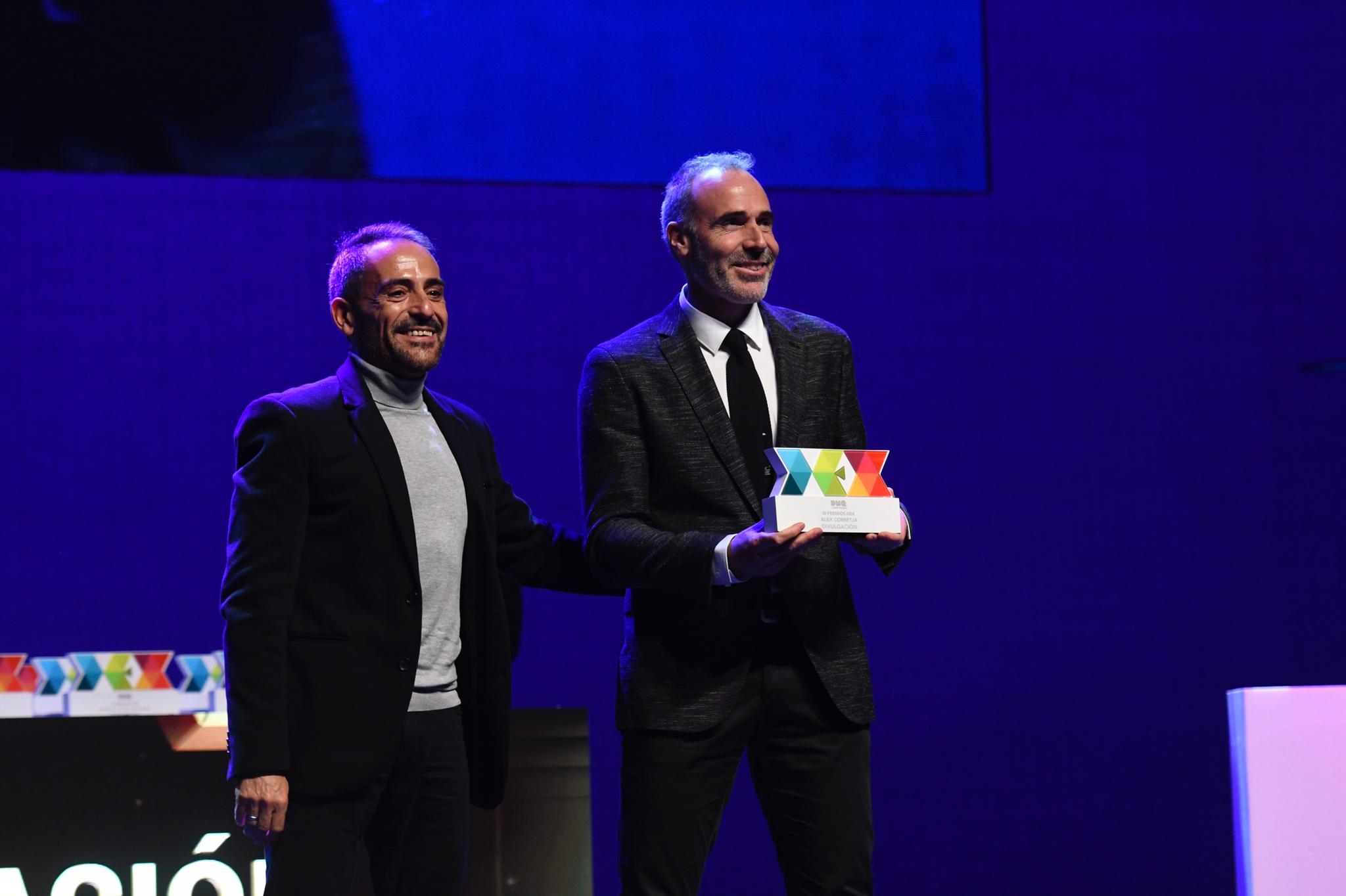 Álex Corretja recoge el Premio DEX Divulgación.